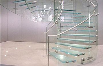 escaleras en vidrio